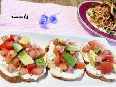 tomato avocado cream cheese bruschetta