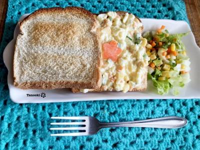 cheesy egg salad sandwich